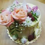 Tort drip cake migdałowo kokosowy