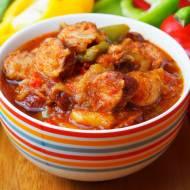 Potrawka z kiełbasą, papryką i cebulą