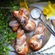 Drożdżowe króliczki z czekoladą