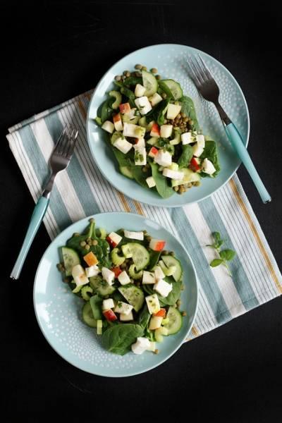 Pożywna sałatka z zieloną soczewicą i selerem naciowym