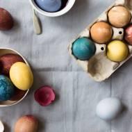 DIY - Jak naturalnie zabarwić jajka na Wielkanoc na różne kolory?