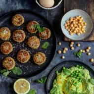 Falafele jajeczne z oszukanym hummusem groszkowo- miętowym