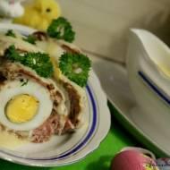 Kotlety mielone z jajkiem w sosie chrzanowym