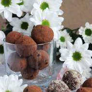 Trufle kakaowo - orzechowe z ciecierzycy