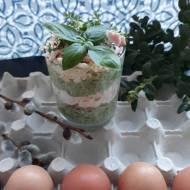 Sałatka z brokułem, pieczarkami i jajkiem