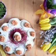 Przepis dla leniwych – jajka faszerowane pastą z suszonych pomidorów i fety