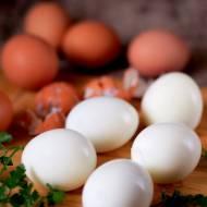 Jak ugotować jajka na twardo i łatwo je obrać