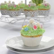Wielkanocne muffinki z płatkami czekoladowymi