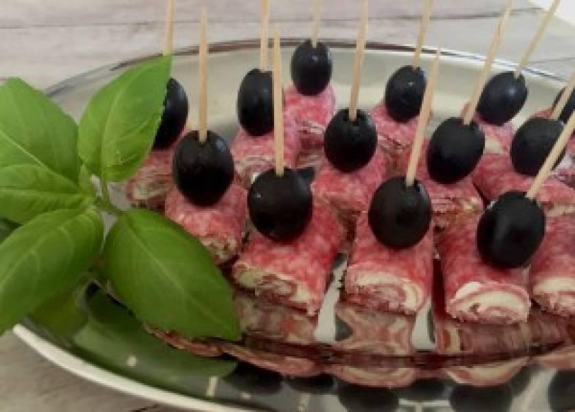 Koreczki z salami