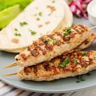 Kebab z mięsa mielonego na patyku