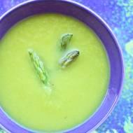 Zielony krem z białego batata i szparagów