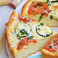 Focaccia z cukinią i pomidorem
