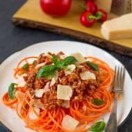 Low-carb spaghetti z marchewki z sosem bolońskim