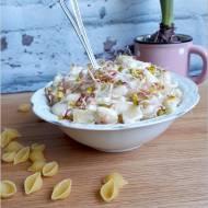 Szybka sałatka makaronowa z soczewicą i ogórkami
