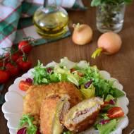 Schabowe pakieciki z serem i szynką parmeńską panierowane w krakersach