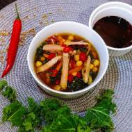 Warzywna zupa z jarmużem i śliwkową polędwiczką