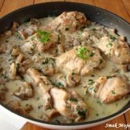 Pałki z kurczaka, duszone w sosie pieczarkowym