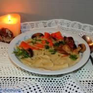 Zupa grzybowa z grzybów mieszanych z domowymi łazankami