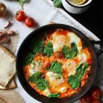 Szakszuka, czyli jajka w pomidorach