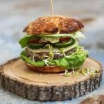 Domowe hamburgery wołowo-wieprzowe. Sos do hamburgerów.