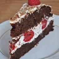Tort czekoladowy z mascarpone i malinami