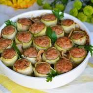 Zapiekane cannelloni z cukinii, mięsa mielonego w sosie pieczarkowym