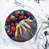 Bezglutenowy tort czekoladowy z konfiturą malinową