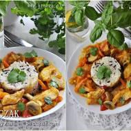Kurczak z warzywami i pieczarkami w sosie paprykowym