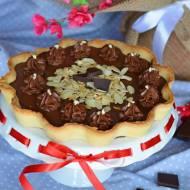 Mocno czekoladowa tarta z prażonymi płatkami migdałów