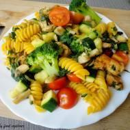 Szybki i zdrowy obiad - makaron z warzywami i indykiem
