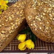 Prosty chleb z ziarnami bez zagniatania