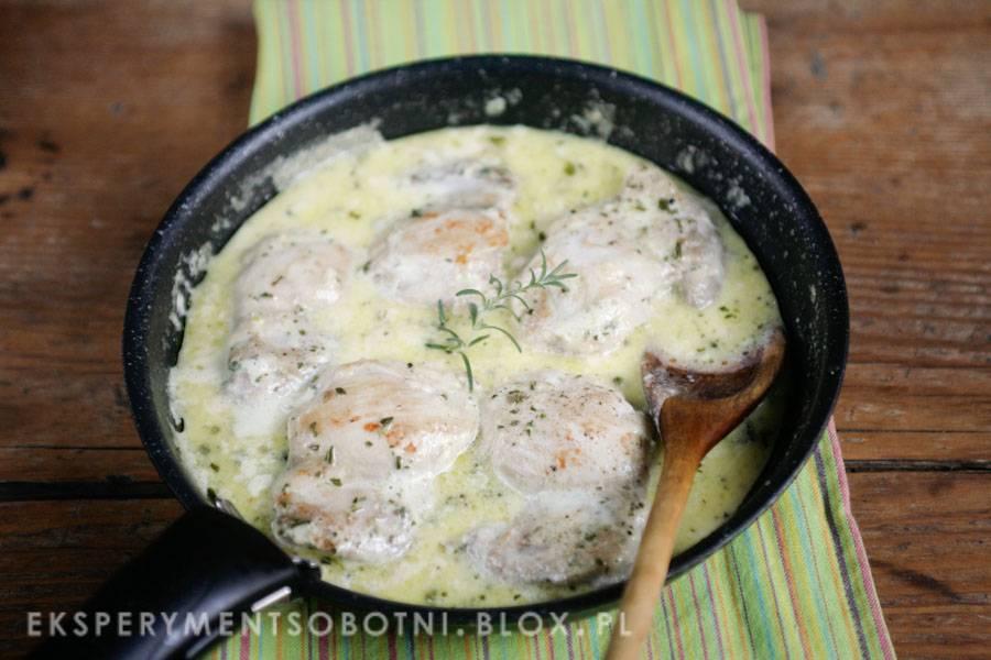 kurczak w sosie maślano-rozmarynowym