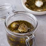 Kulki Labneh z zatarem w oliwie (Tabat Labneh)