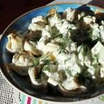 Sałatka z tortellini, fetą i ogórkiem