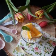 Jagodowy pudding chia z płatkami migdałowymi