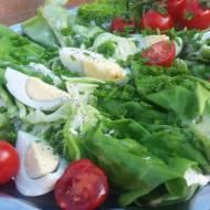 Roladki z sałaty z kremowym serkiem,jajkiem i szczypiorkiem