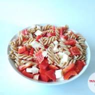 Mozzarella z papryką i makaronem pełnoziarnistym