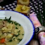 Zupa kalafiorowa z ryżem na skrzydełkach indyczych
