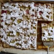 Ciasto z rabarbarem i migdałową kruszonką