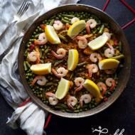 Hiszpańska paella z zielonym groszkiem