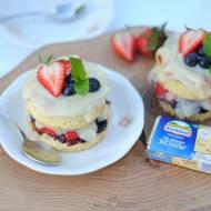 Mini torciki z owocami i kremowym serkiem śmietankowym