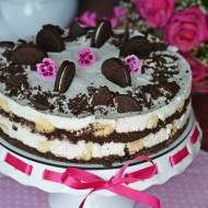 Tort ciasteczkowy z nutą kokosa i bananów