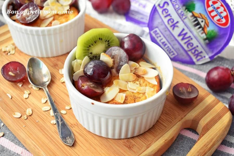 Śniadaniowy pudding orzechowy z owocami