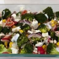 Brokułowa sałatka do grilla