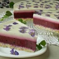 Jogurtowiec z jagodami i fiołkami w galaretce