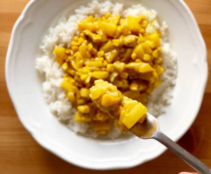 Curry z kurczakiem, ananasem i kukurydzą