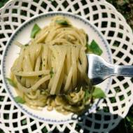 Środa: Spaghetti z zielonym pesto i świeżą mozzarellą