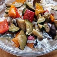 Pasta serowa z pieczonymi warzywami. Idealna na śniadanie lub grilla