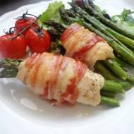 Pieczone roladki z indyka ze szparagami (Involtini di tacchino con asparagi al forno)