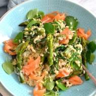 Risotto ze szparagami, łososiem i ziołami